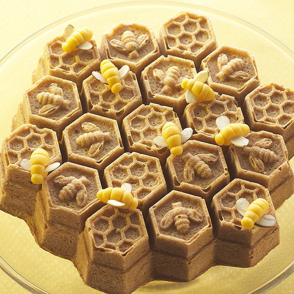 Nordicware Honeycomb Pull-Apart Pan | Kitchen Art