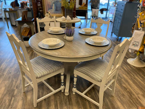 Beautiful Round Table and 4 Chairs