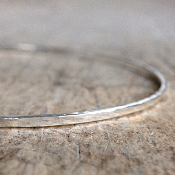Boho Luxe Hammered Bangle - TesoroDelSol