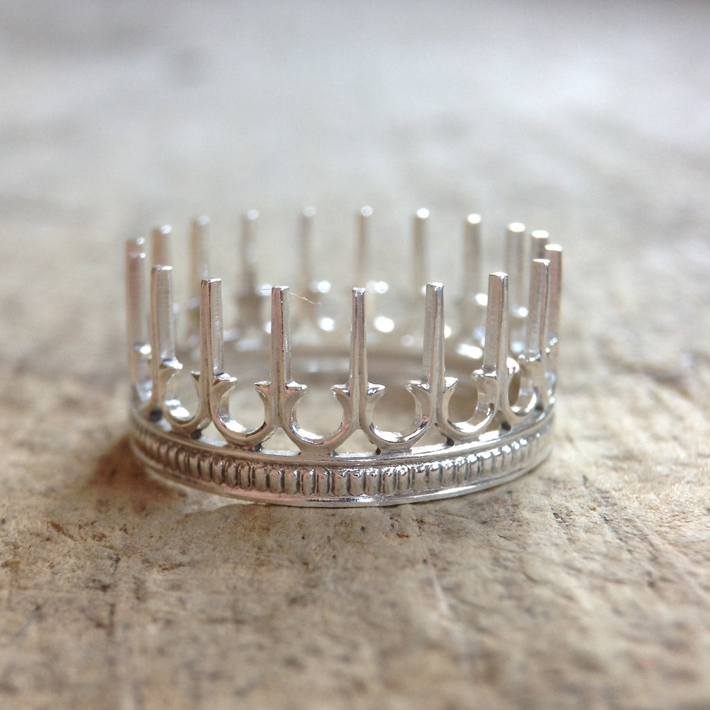 Pointed Crown Stackable Ring - TesoroDelSol