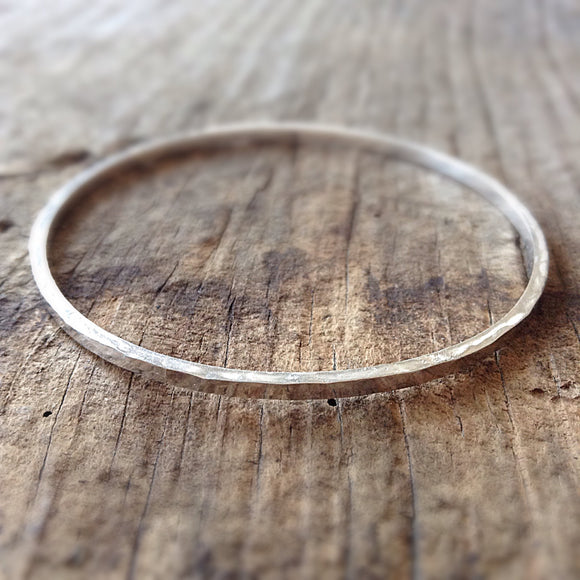 Sterling Silver Square Hammered Bangle - TesoroDelSol