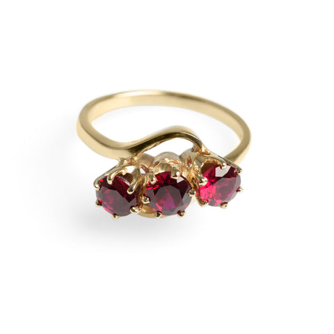 Vintage 9ct Yellow Gold & Blood Red Ruby Trilogy Ring Approx. 1.8 Carat Size O  (Code A610)