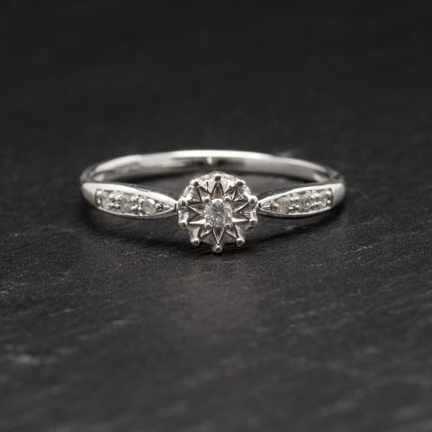 9ct White Gold & Diamond Ring Solitaire With Diamond Accents Sheffield Assay (Code A735)