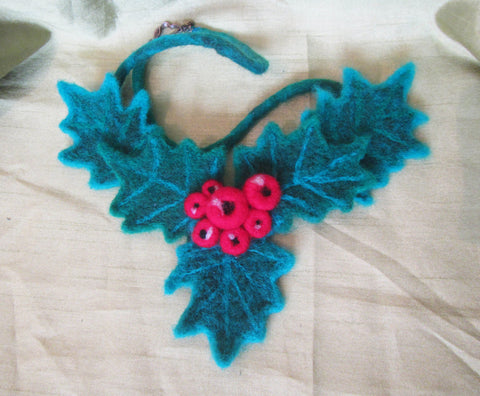 Woolen Christmas necklace, Felted Christmas necklace, woolen Christmas mistletoe necklace, Christmas mistletoe, necklace Christmas mistletoe