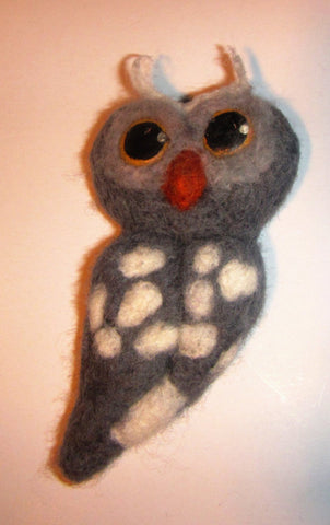 Felted owl brooch, felted grey owl brooch, woolen owl brooch, Harry Potter owl brooch, felt owl brooch gift, mothers day gift, brooch felted