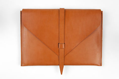 laptop sleeve - cognac