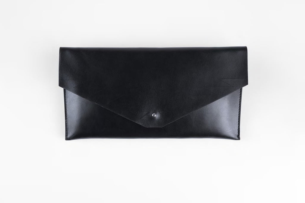 zigzag clutch - black