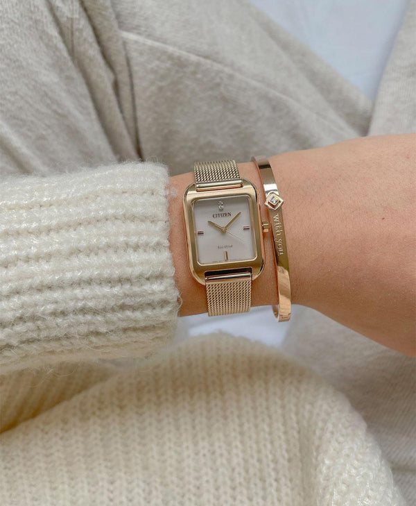 Cozy jumper with gold watch and bracelet - Shop the look at ALFYO