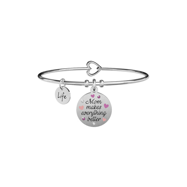 "Bracciale donna Kidult 731896 rigido in acciaio lucido con pendente rotondo con scritta smaltata nera ""Mom makes everything better"" ed impreziosito da smalto rosa e cristalli bianchi e rosa. Chiusura a forma di cuore a gancetto."