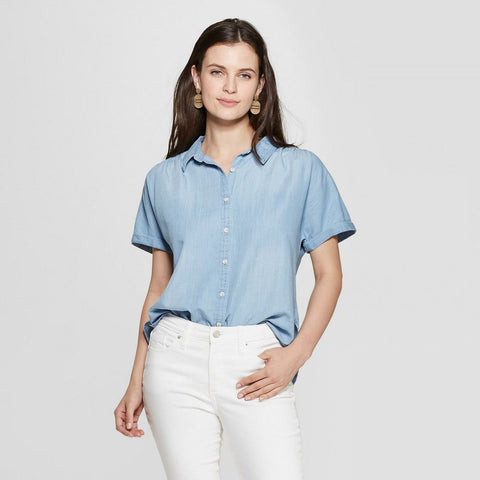 Universal Thread Women's Short Sleeve Collared Denim Camp Shirt. 00553153