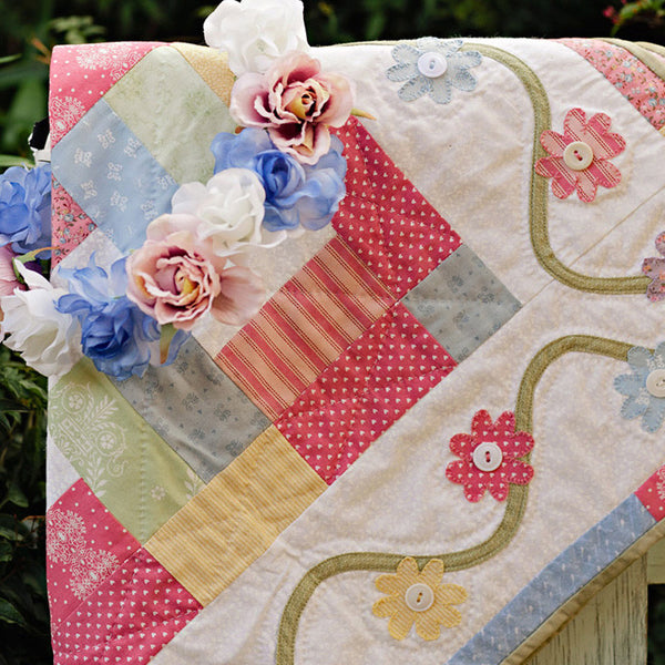 Pretty Appliqued Flowers Table Centre Quilt pdf pattern