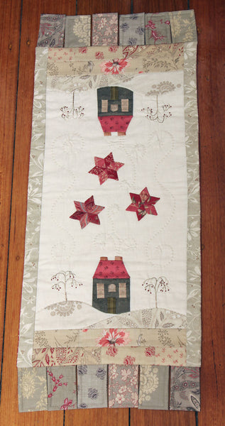appliqued table runner pattern