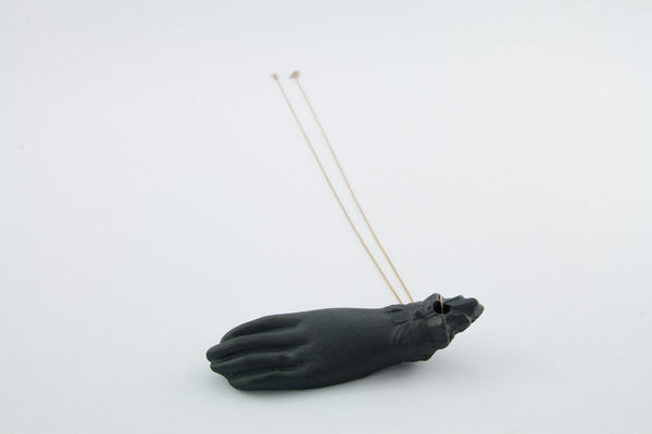 LA MANO NECKLACE MATTE BLACK