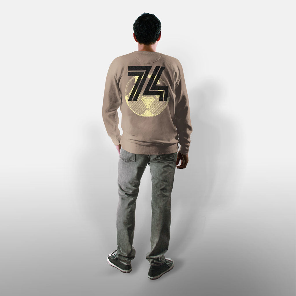 Model wearing Stick it Wear?! 'FUSSBALL '74' Soccer Front Office sweatshirt in beige.