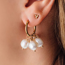 Load image into Gallery viewer, GOLD PEARL DROP EARRINGS