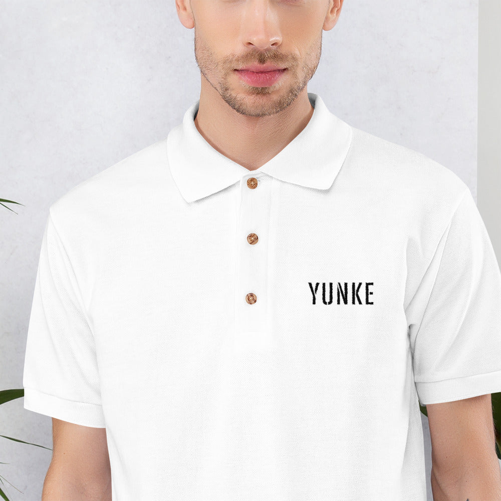 Polo Yunke bordado (Blanco/Gris)