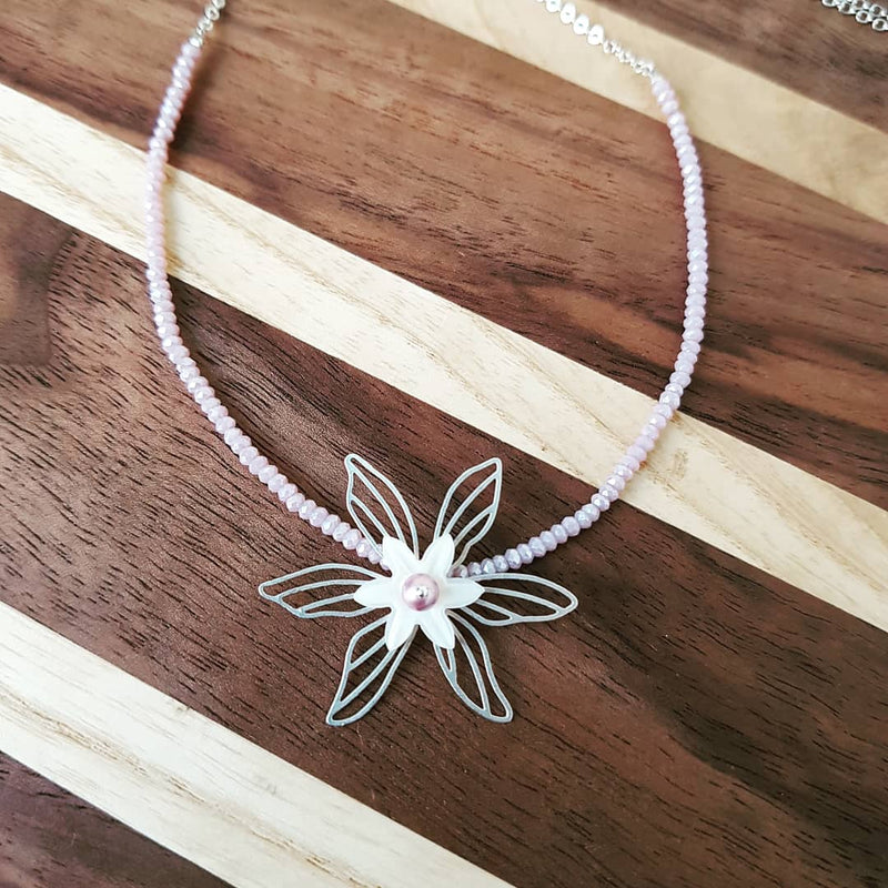 Lamina Flower Necklace