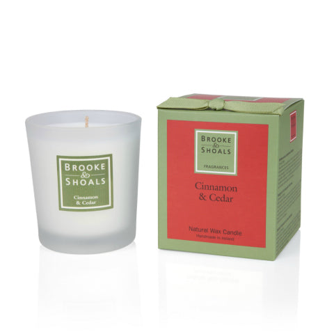 Brooke & Shoals Christmas Candle Cinnamon & Cedar
