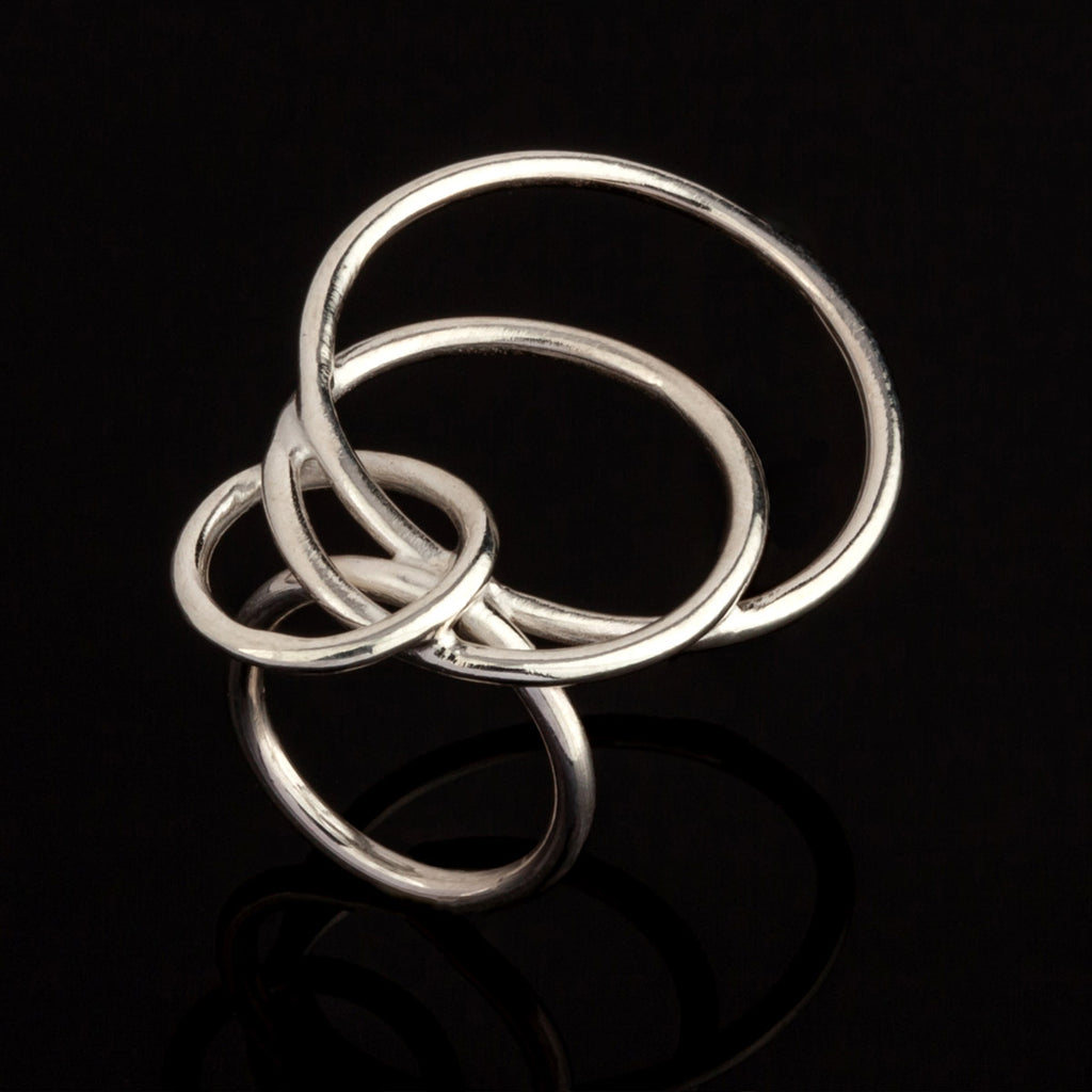 Oblique circular ring in sterling silver black backgroun