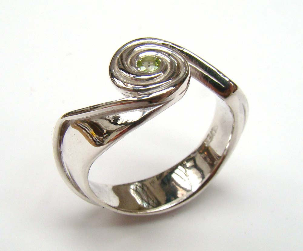 Spiral Wave Ring With Peridot