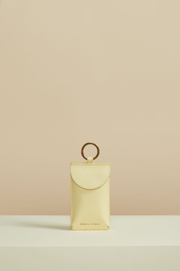 poche Aya cuir de veau jaune pale aya pocket calf leather pale yellow smartphone bag