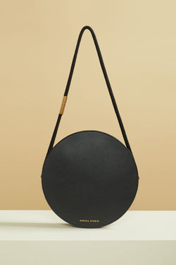 sac rond Aya cuir de veau noir Aya round bag calf leather black design bag