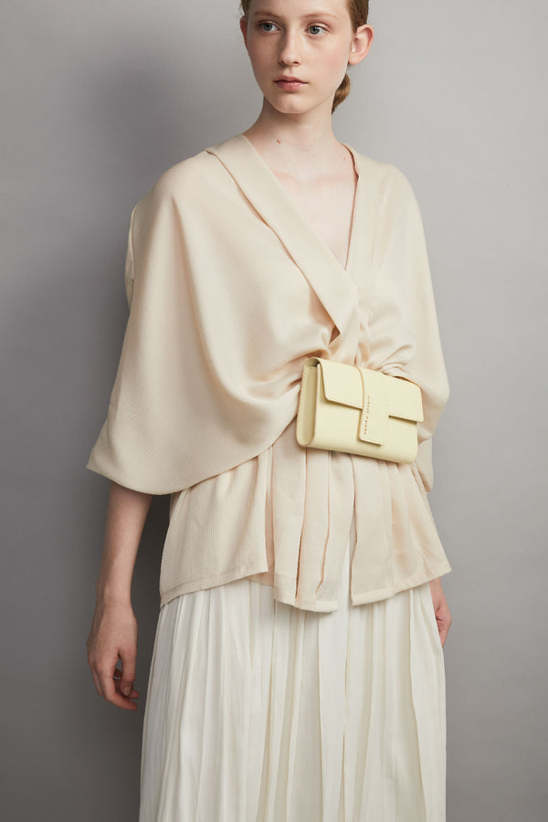 sac de ceinture Aya cuir de veau jaune pale aya belt bag calf leather pale yellow design bag