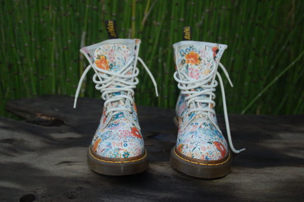 Daisy Floral Leather Dr. Martens Front