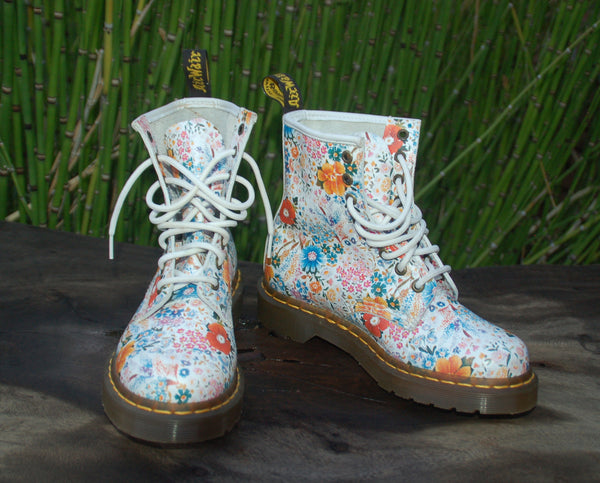 Daisy Floral Leather Dr. Martens Side