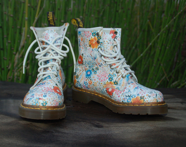 Daisy Floral Leather Dr. Martens Open