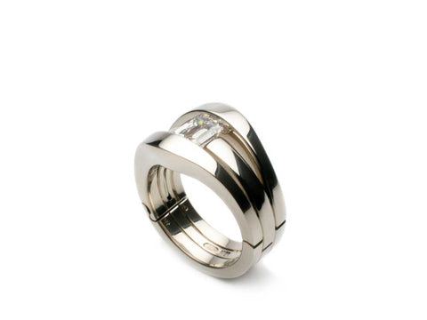Ring - Eighteen karat white gold ring