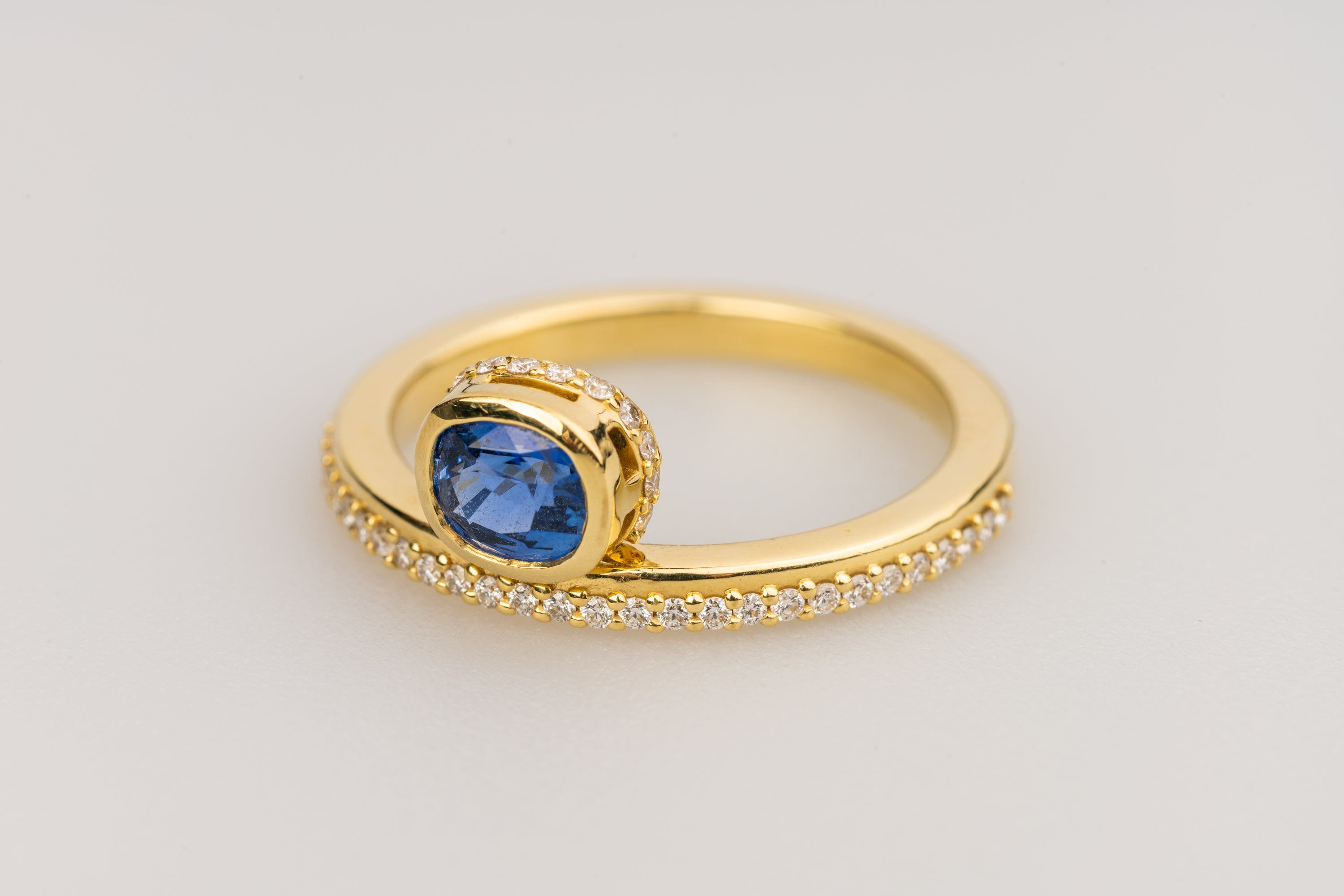 Blue Sapphire in 18k Yellow Gold Off-Centered Ring with White Diamonds