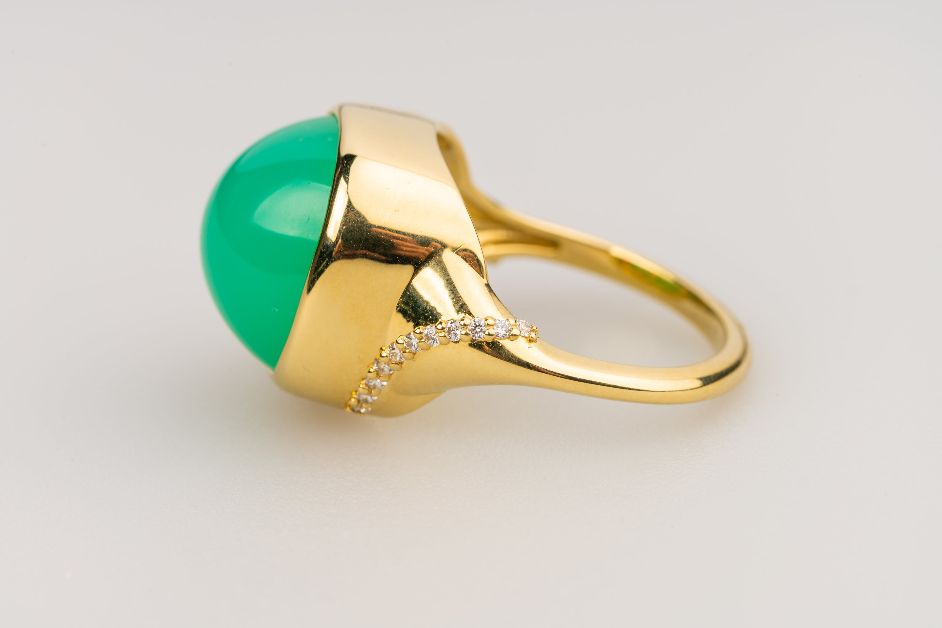 Chrysophrase Cabochon Ring in 18k Yellow Gold