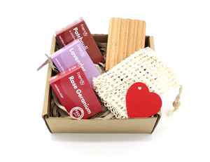 Plastic free soap gift set with bamboo soap dish and sisal soap bag