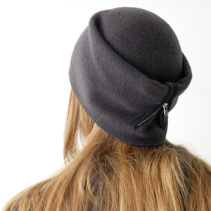 SCHA Hats Taiga Zip Long Dark Grey