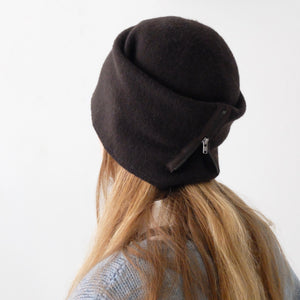 SCHA Hats Taiga Zip Long Dark Brown