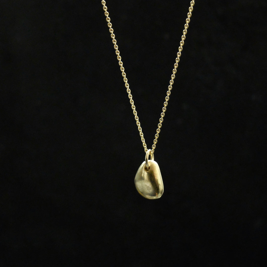 Marina Spyropoulos MSP6 18k yellow gold hand carved pebble on fine chain