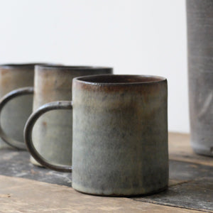 Hannah Blackall Smith handled mugs in silver pearl & rust 15