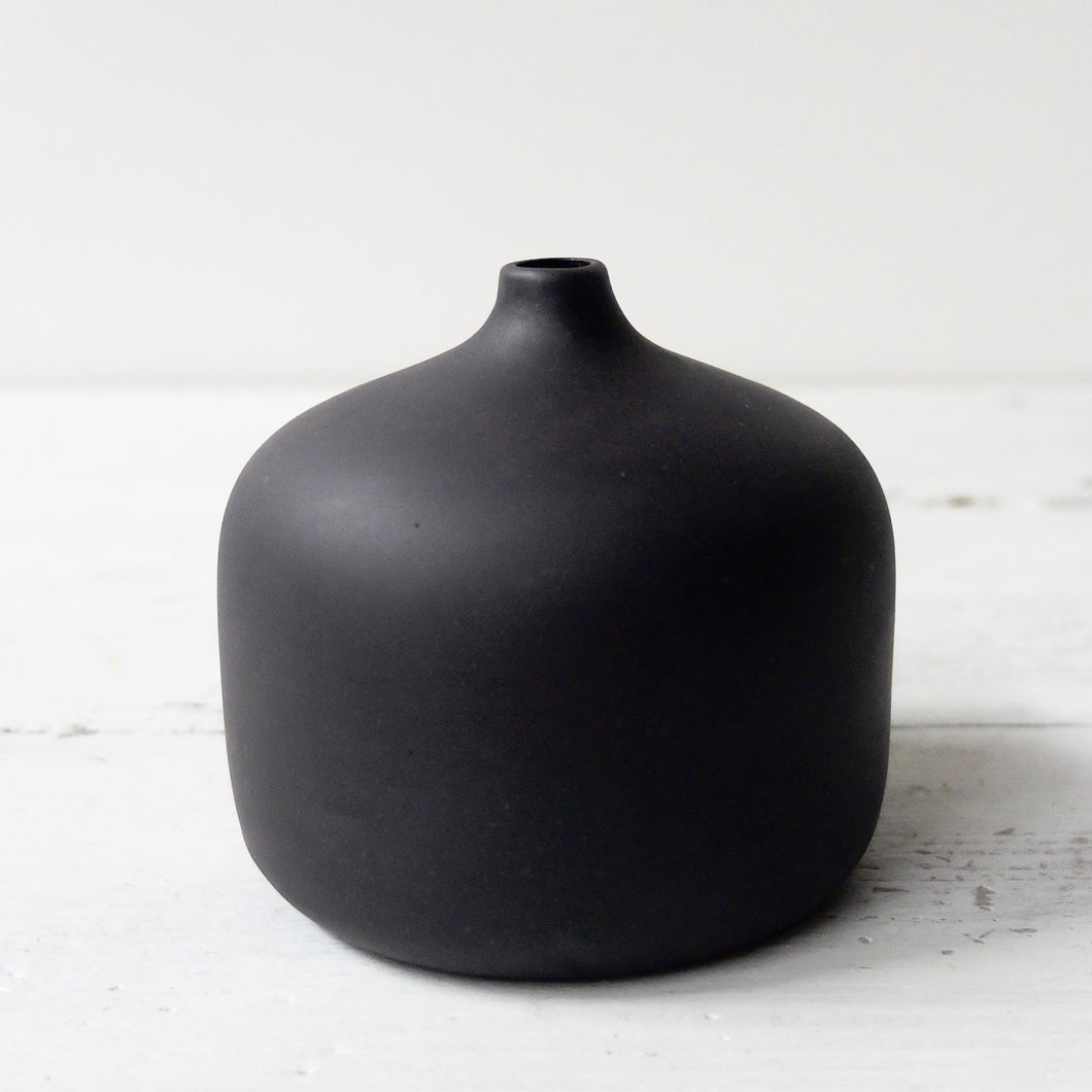 Jatta Lavi Small Round Vase Unglazed Black