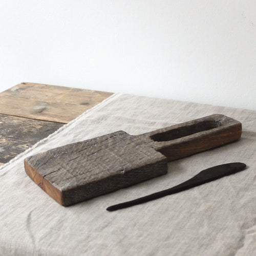 Alex Walshaw Salvaged Oak Board and Knife Set 1
