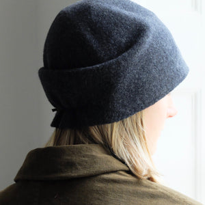 (AW20) SCHA taiga medium hat in dark grey and cotton inner band for comfort and style