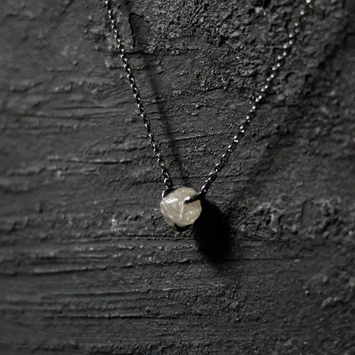 Roughdiamonds.dk by Maya Bjørnsten Diamond in 18k handcrafted black rhodium white gold necklace