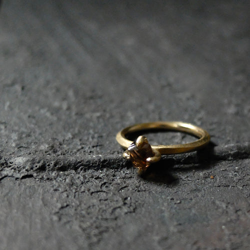 Roughdiamonds.dk by Maya Bjørnsten brown octahedron Diamond in 14k handcrafted gold ring