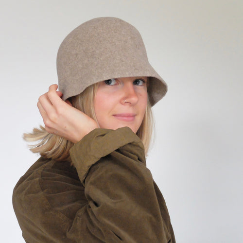 (AW20) Mature ha. lambs wool bell hat in stone grey