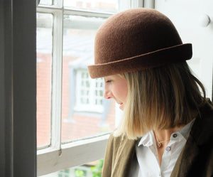 (AW20) Mature ha. lambs wool bell hat in gingerbread