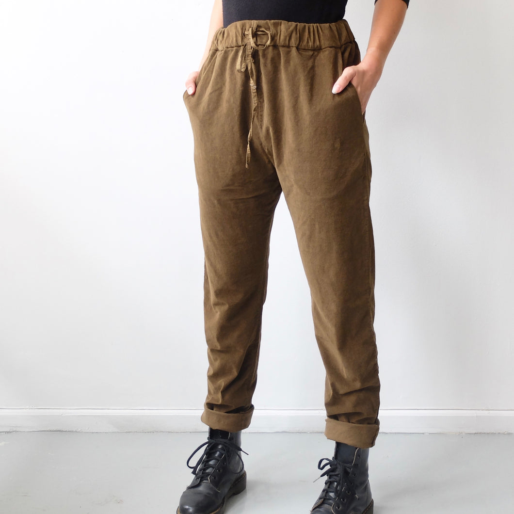 (AW20) Album Di Famiglia  Velvet Basic Trousers in dark caramel