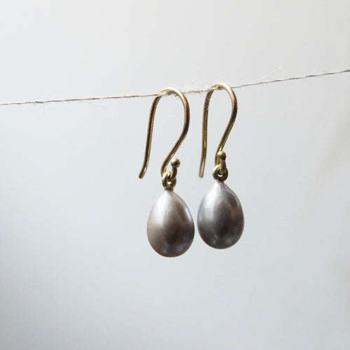 Kerry Seaton 18ct Yellow Gold and Grey Pearl Drop Earrings