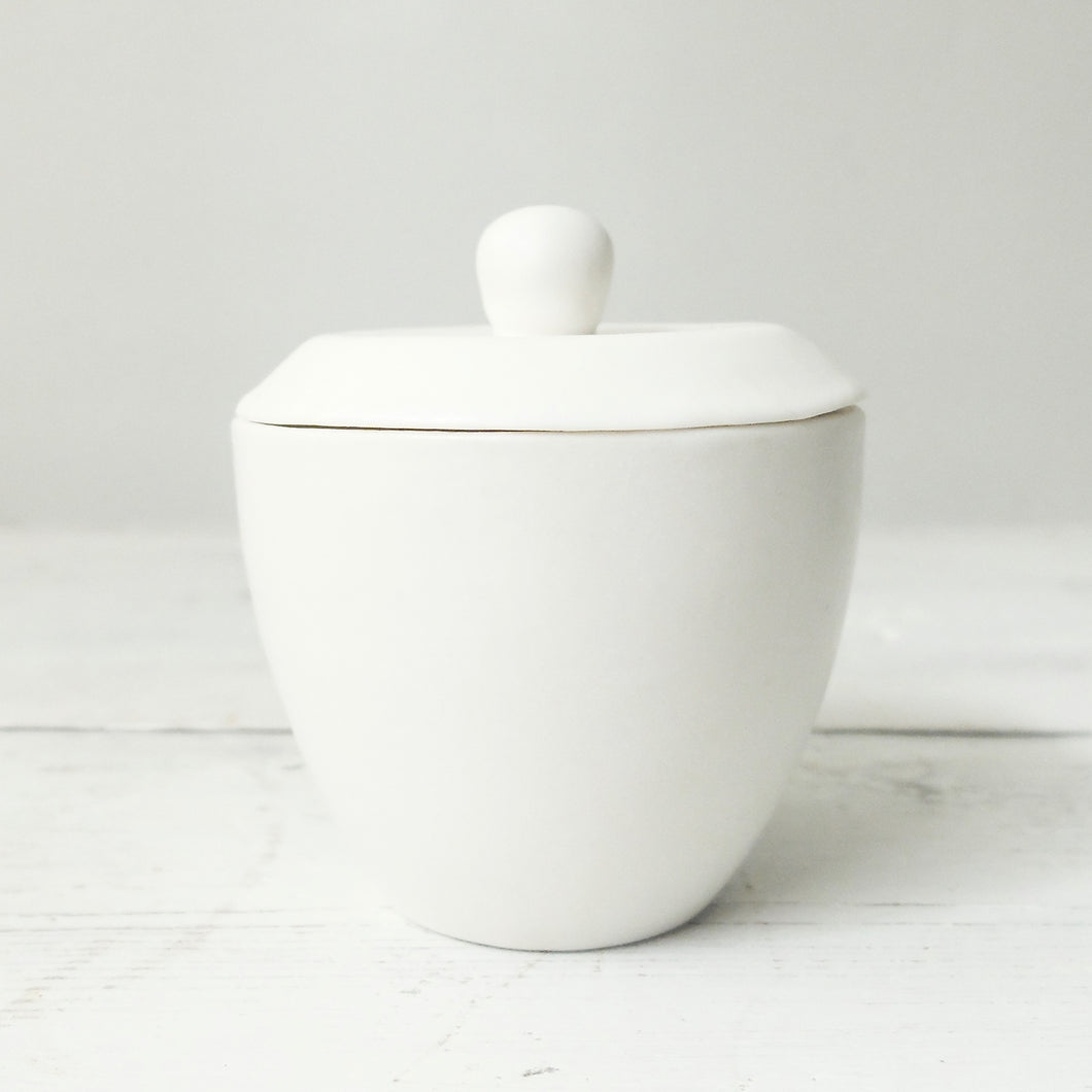 Mitsuka Togo Utsu White Tea Bowl with Lid