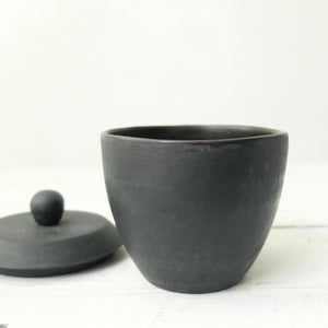 Mitsuka Togo Utsu Black Tea Bowl with Lid