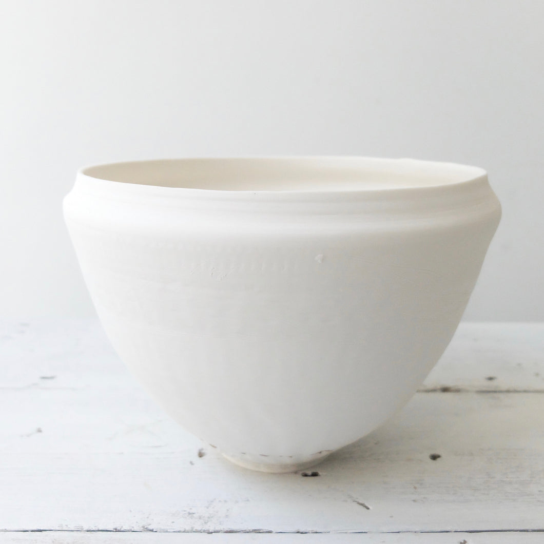(PE) Abigail Schama Porcelain Bowl with gold lustre